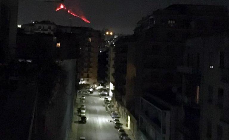 Etna, sesta notte di timore e incanto