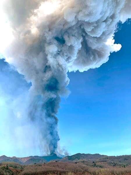 Etna da vita a nuova eruzione piroclastica -video
