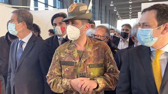 Generale Figliuolo, visita hub vaccini Catania - video
