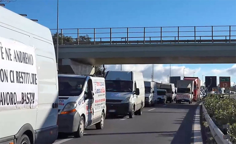 Protesta ambulanti, traffico nella tangenziale di Catania