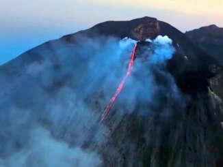 Stromboli si risveglia con una vistosa eruzione