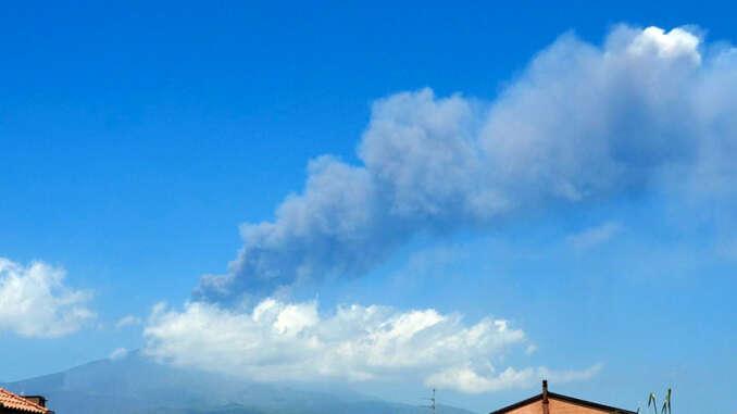 Etna si riattiva, fontane di lava dal cratere sud-est