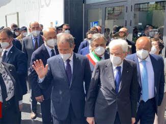 Mattarella visita la struttura vaccinale di Palermo