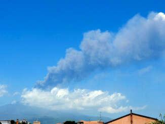 Etna, cenere su Catania dal cratere di sud-est