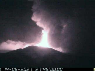 Etna, parossismo con boati avvertiti a Catania