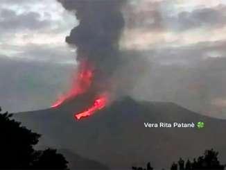 Etna continua senza sosta, cenere sopra Giarre