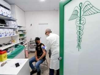 Vaccinazioni, Musumeci Firma convenzione con farmacie