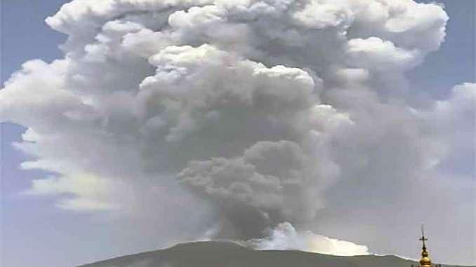 Etna in eruzione, Taormina ammantata dalla cenere