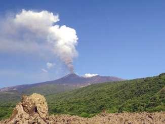 Etna con fontane di lava e boati, ritorna la cenere