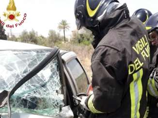 Impatto violento tra auto a Ramacca, un morto