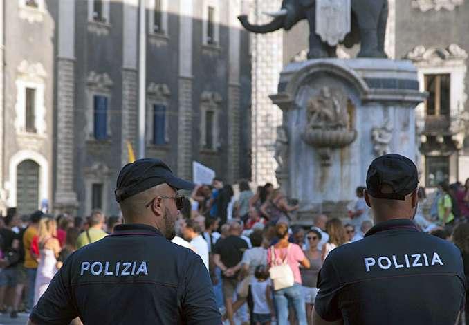 Catania protesta contro il Green Pass e il Governo