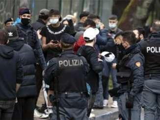 Rissa a Catania per un parcheggio, tre arresti