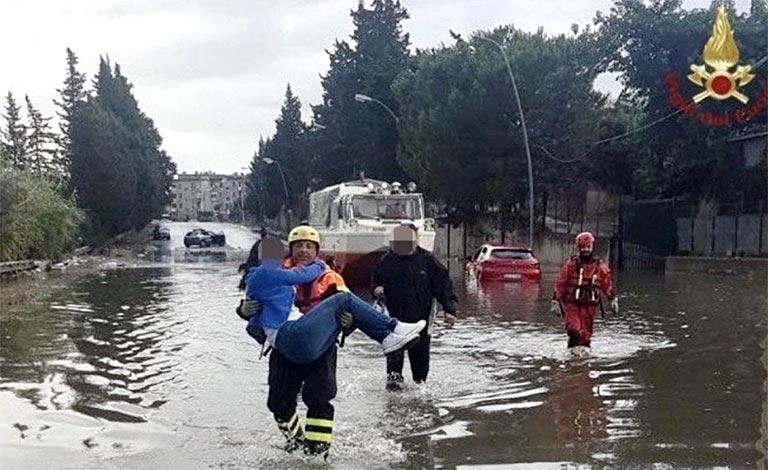 Maltempo in Sicilia, strade allagate a Palermo
