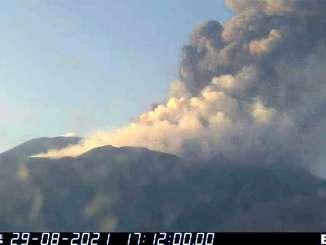 Etna, risveglio improvviso con fuoco e cenere