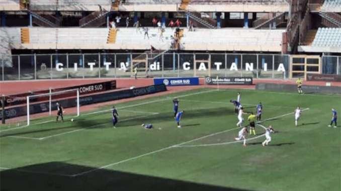 Catania-Bari 1-2, nonostante l'impegno etnei non riescono