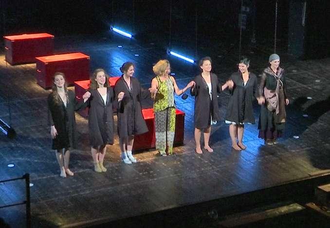 Donne in Guerra, applausi al Verga - Interviste