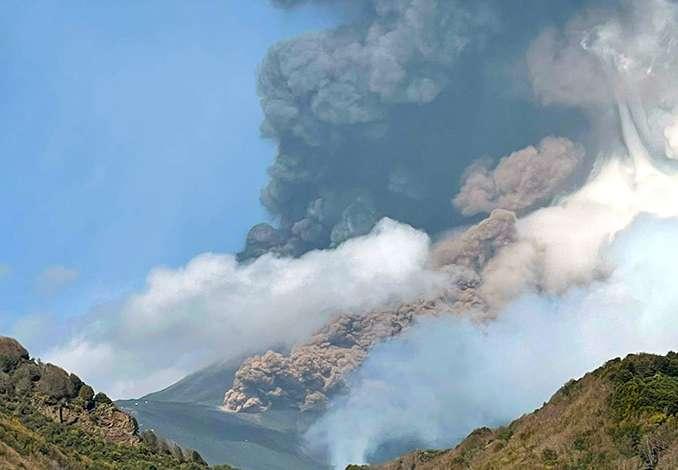 Etna, danni e cenere lavica anche a Taormina - Video
