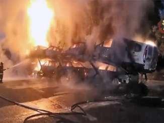Autostrada Messina-Catania, camion bisarca in fiamme