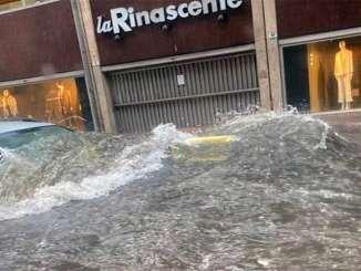 Bufera a Catania, la città etnea è sommersa